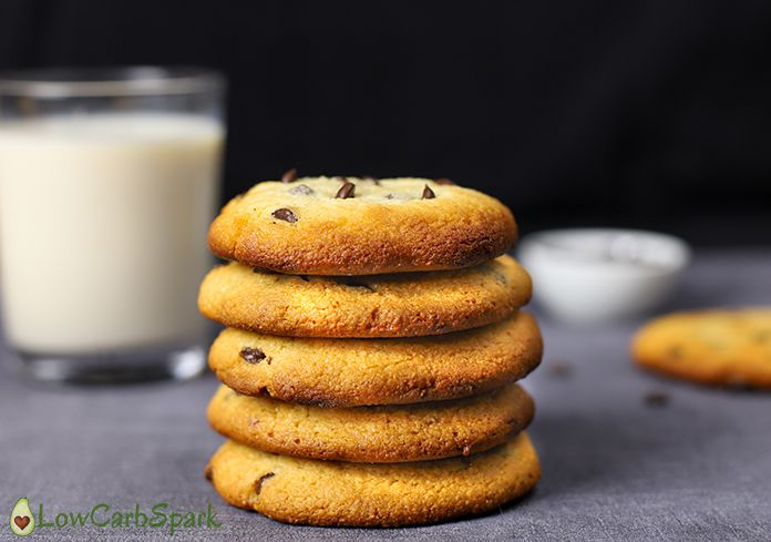 keto chocolate chip cookies with almond flour