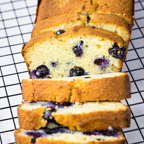 This blueberry bread is not only a grain-free keto bread but also ready in less than one hour. Enjoy a warm and comforting keto bread with blueberries perfect for a keto breakfast or dessert. Recipe via @lowcarbspark | lowcarbspark.com