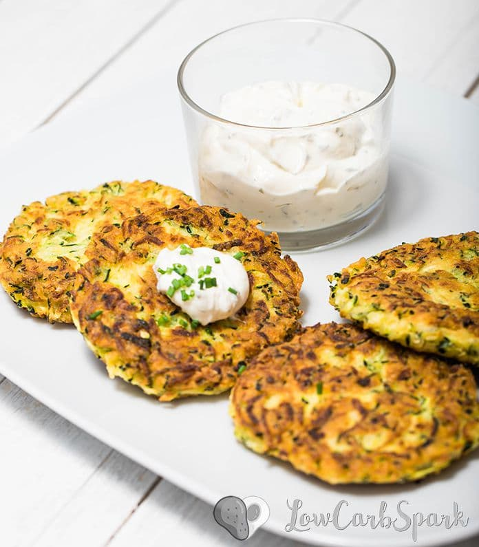 These zucchini fritters are extremely easy to make, low in carbs and family friendly. Keto zucchini pancakes that are delicious served warm with sour cream, fantastic for meal prep and the perfect snack for summer Zucchini fritters are one of my favorite dishes, and I've been making them for years now. This recipe is slightly adapted from the classic recipe I used before keto. You'll see that instead of flour I use coconut flour and xanthan gum.