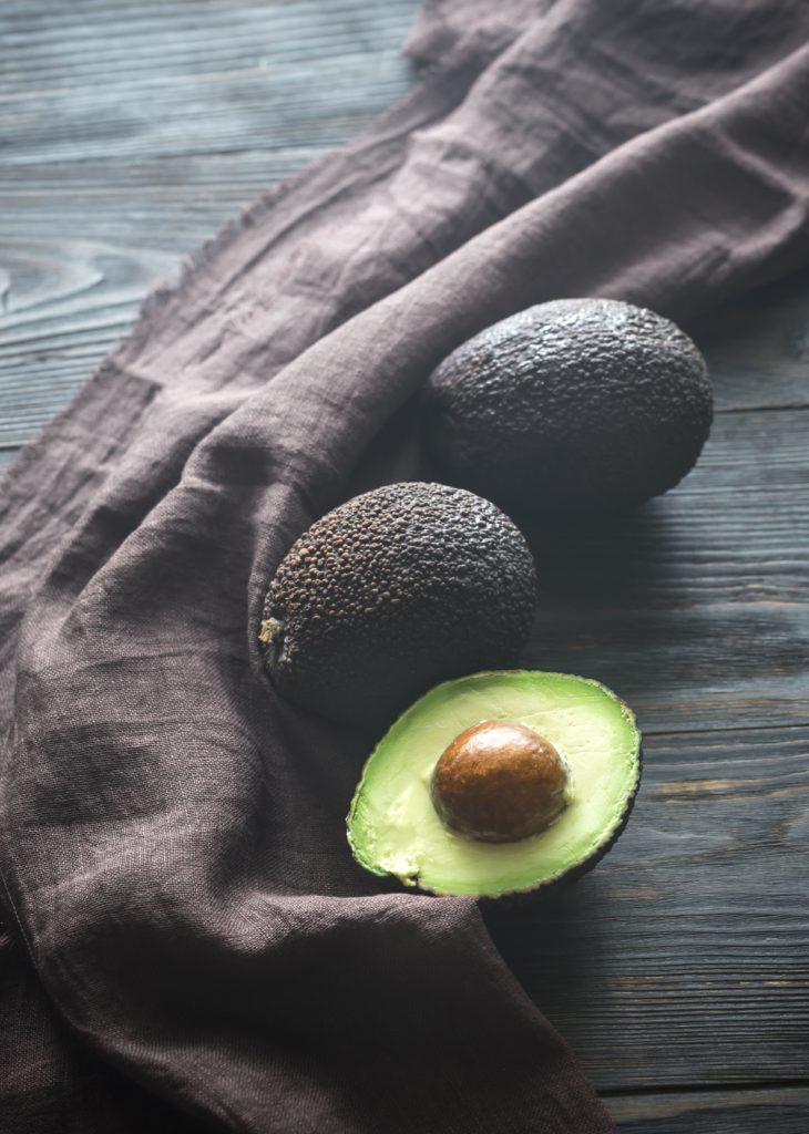 avocado variety: avocado hass cut in halt