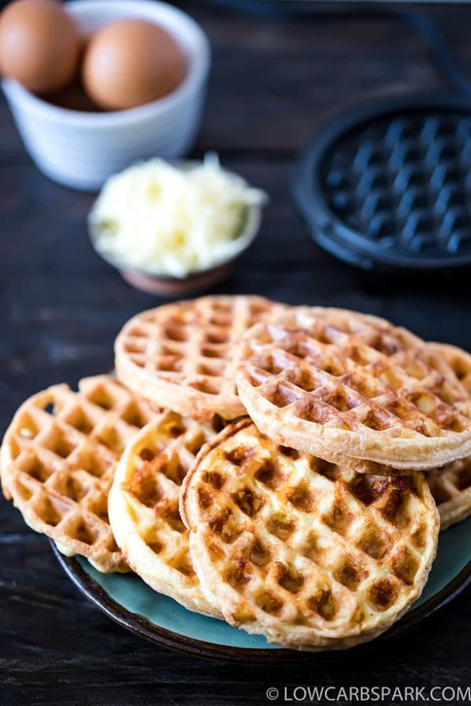 easy chaffle recipe with eggs and mozzarella