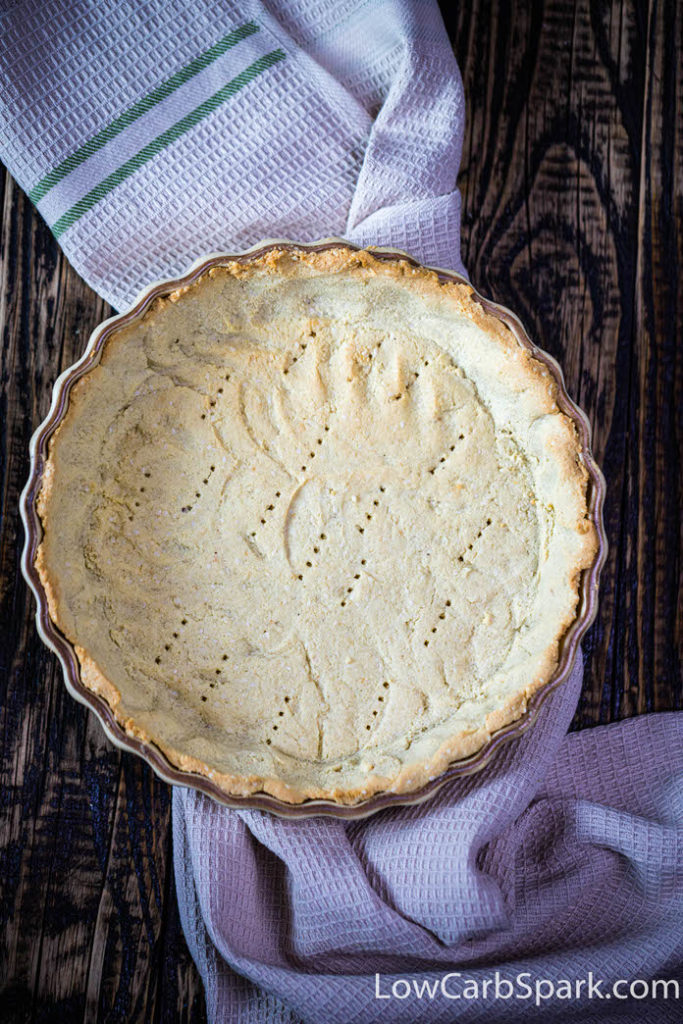 On my blog, you can find a coconut flour pie crust that's also extremely easy to make and perfect for desserts such as my famous keto pumpkin pie or sugar-free silk pie.