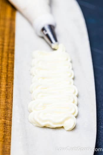 My Favorite Keto Cream Cheese Frosting – Just 1g Carbs
