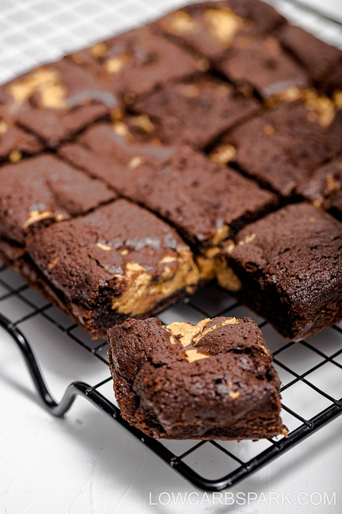 The best peanut butter keto brownies are super fudgy and have a perfect crispy top, super fudgy in the middle, super gooey and delicious | lowcarbspark.com